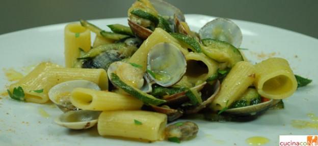 mezze-maniche-zucchine-e-vongole-hom-e-final-2